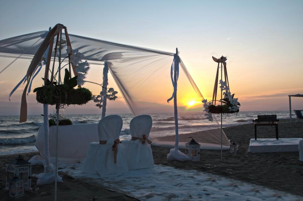 Matrimonio Spiaggia Pesaro : Rito civile e ricevimento in location wedding glam